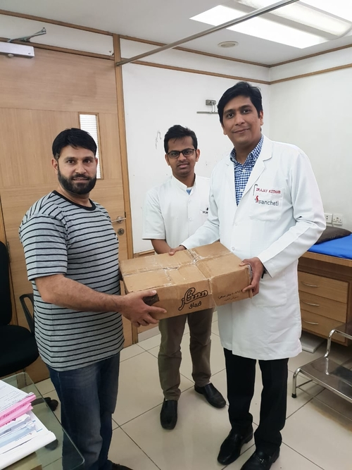 Patient from Afghanistan showing his gratitude to Dr Ajay Kothari.|Dr. Ajay Kothari|Shivaji Nagar,Pune